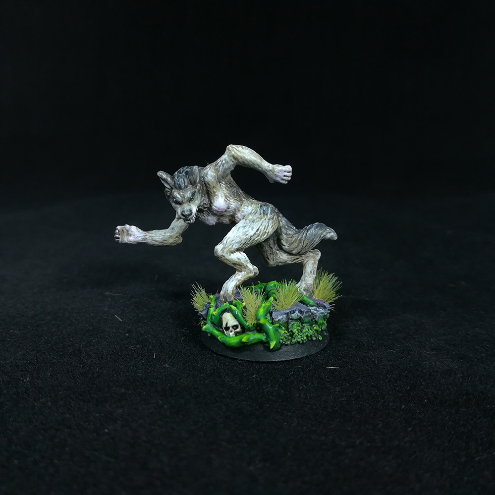 Female-WereWolf-Miniature-
