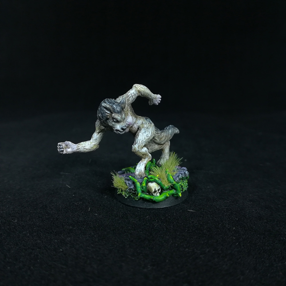 Female-WereWolf-Miniature-2