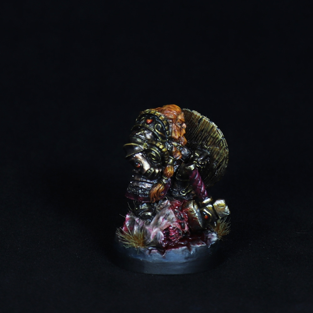 Dwarf-warrior-momminiaturas-1