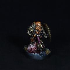 Dwarf-warrior-momminiaturas-2