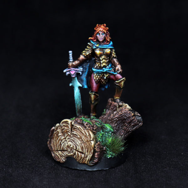 female-paladin-miniature